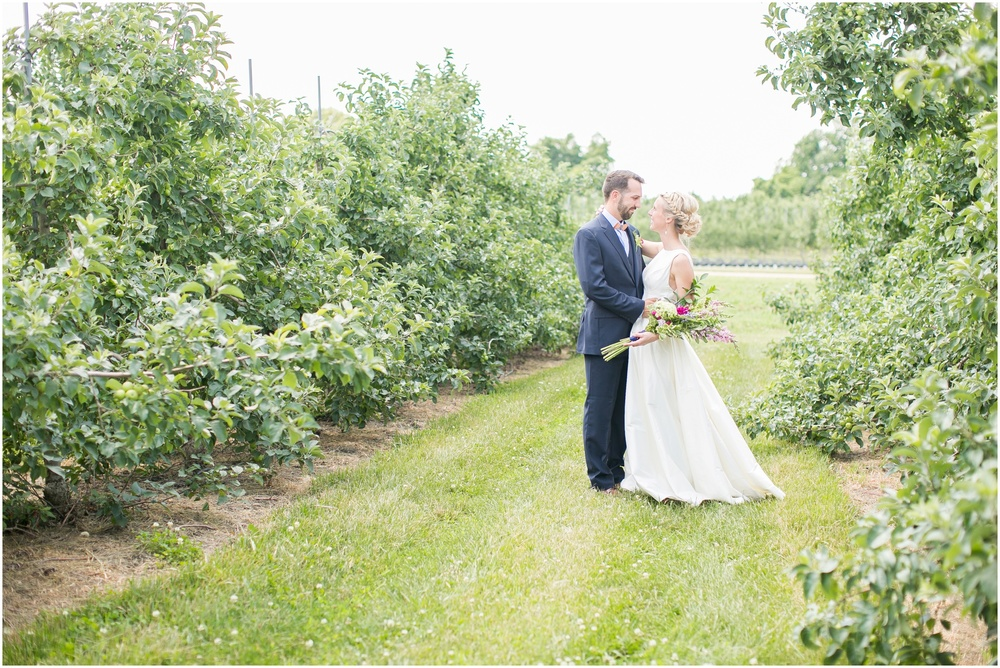 Madison_Wisconsin_Wedding_Private_Residance_Edwards_Apple_Orchard_0506.jpg