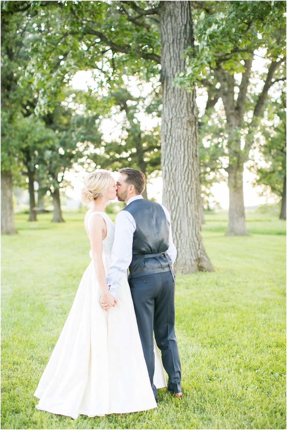 Madison_Wisconsin_Wedding_Private_Residance_Edwards_Apple_Orchard_0553.jpg