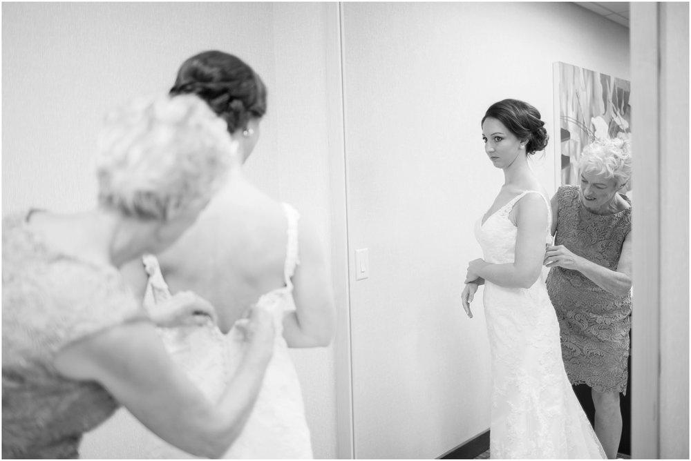 Madison_Wisconsin_Wedding_Photographers_BlackHawk_Church_East_Side_Club_0994.jpg