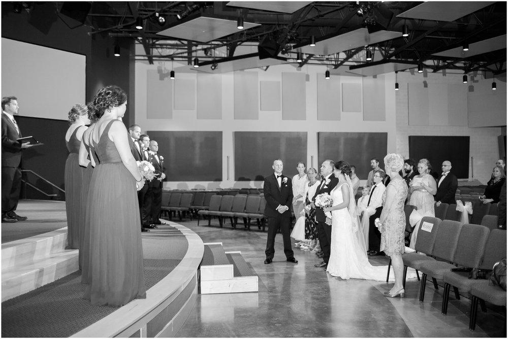 Madison_Wisconsin_Wedding_Photographers_BlackHawk_Church_East_Side_Club_0997.jpg