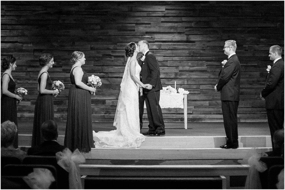 Madison_Wisconsin_Wedding_Photographers_BlackHawk_Church_East_Side_Club_1002.jpg