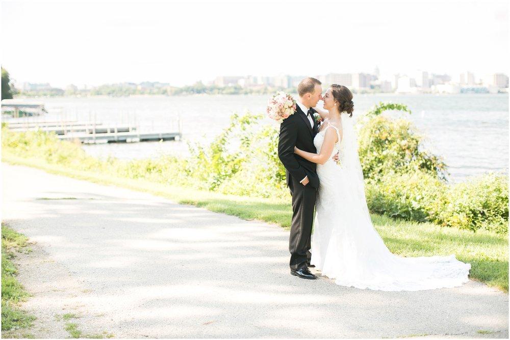 Madison_Wisconsin_Wedding_Photographers_BlackHawk_Church_East_Side_Club_1011.jpg