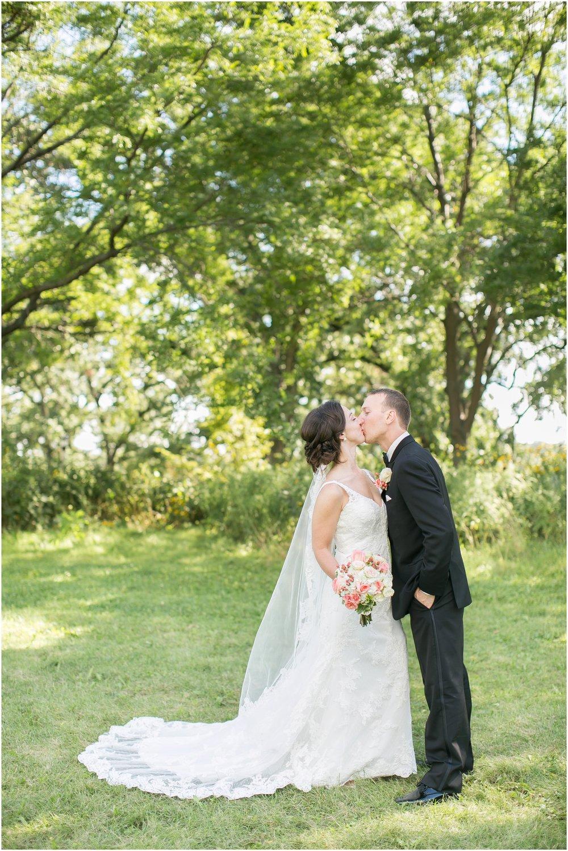 Madison_Wisconsin_Wedding_Photographers_BlackHawk_Church_East_Side_Club_1015.jpg