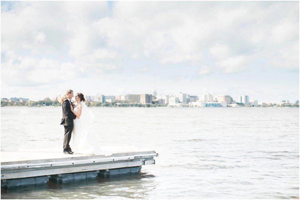 Madison_Wisconsin_Wedding_Photographers_BlackHawk_Church_East_Side_Club_1017.jpg