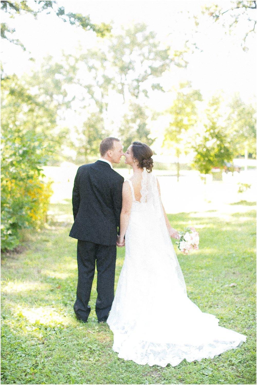 Madison_Wisconsin_Wedding_Photographers_BlackHawk_Church_East_Side_Club_1020.jpg
