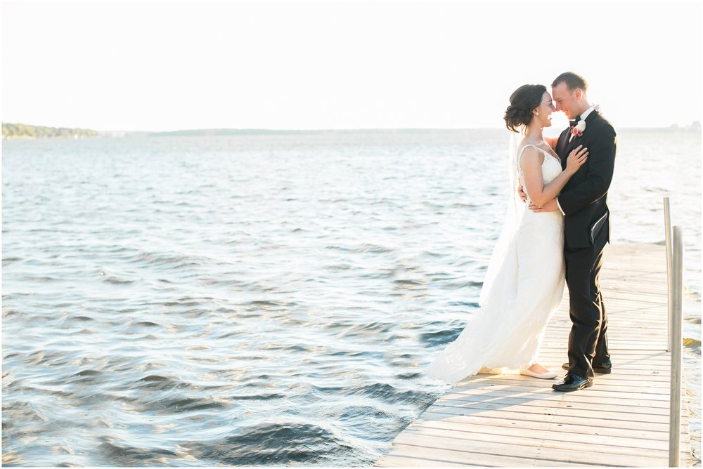 Madison_Wisconsin_Wedding_Photographers_BlackHawk_Church_East_Side_Club_1029.jpg