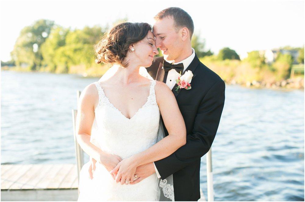 Madison_Wisconsin_Wedding_Photographers_BlackHawk_Church_East_Side_Club_1032.jpg