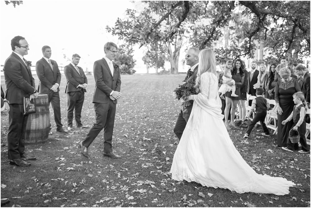 Sugarland_Barn_Arena_Wisconsin_Wedding_Madison_Wedding_Photographers_1783.jpg
