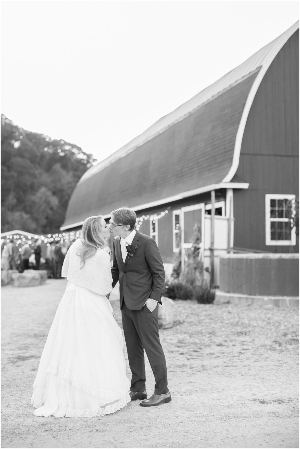 Sugarland_Barn_Arena_Wisconsin_Wedding_Madison_Wedding_Photographers_1804.jpg