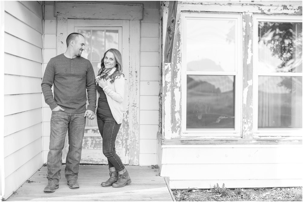 Madison_Wisconsin_Wedding_Photographers_Country_Fall_Engagement_Session_1884.jpg