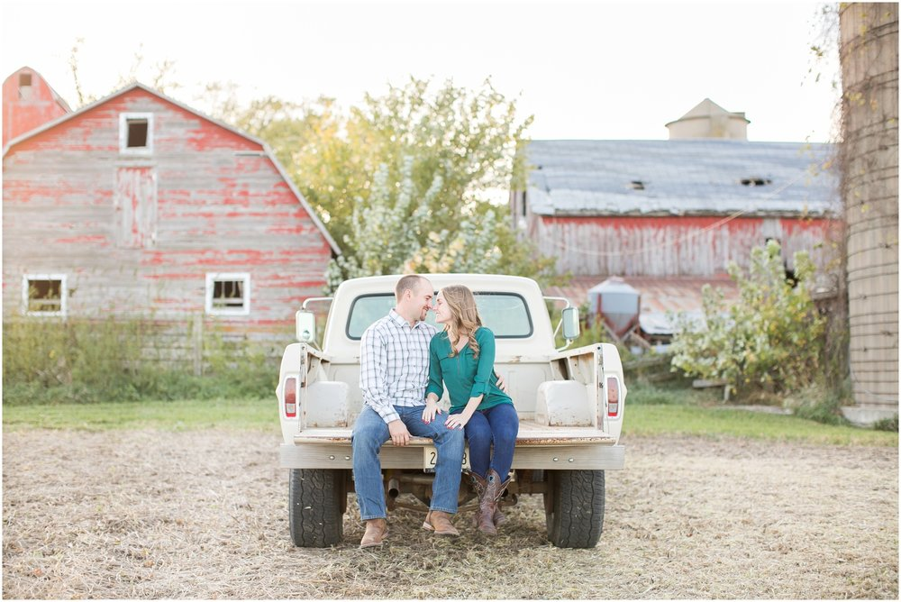 Madison_Wisconsin_Wedding_Photographers_Country_Fall_Engagement_Session_1886.jpg