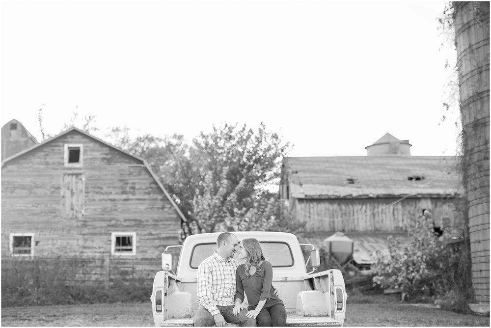 Madison_Wisconsin_Wedding_Photographers_Country_Fall_Engagement_Session_1888.jpg