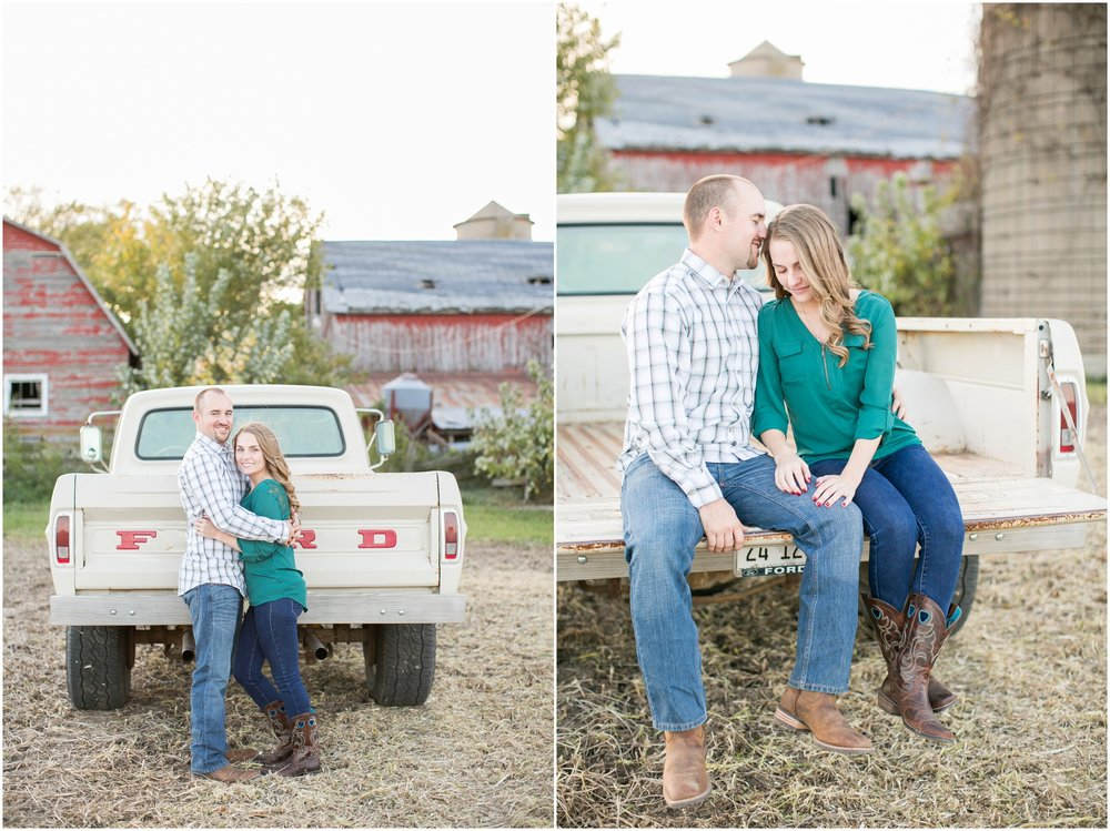 Madison_Wisconsin_Wedding_Photographers_Country_Fall_Engagement_Session_1887.jpg