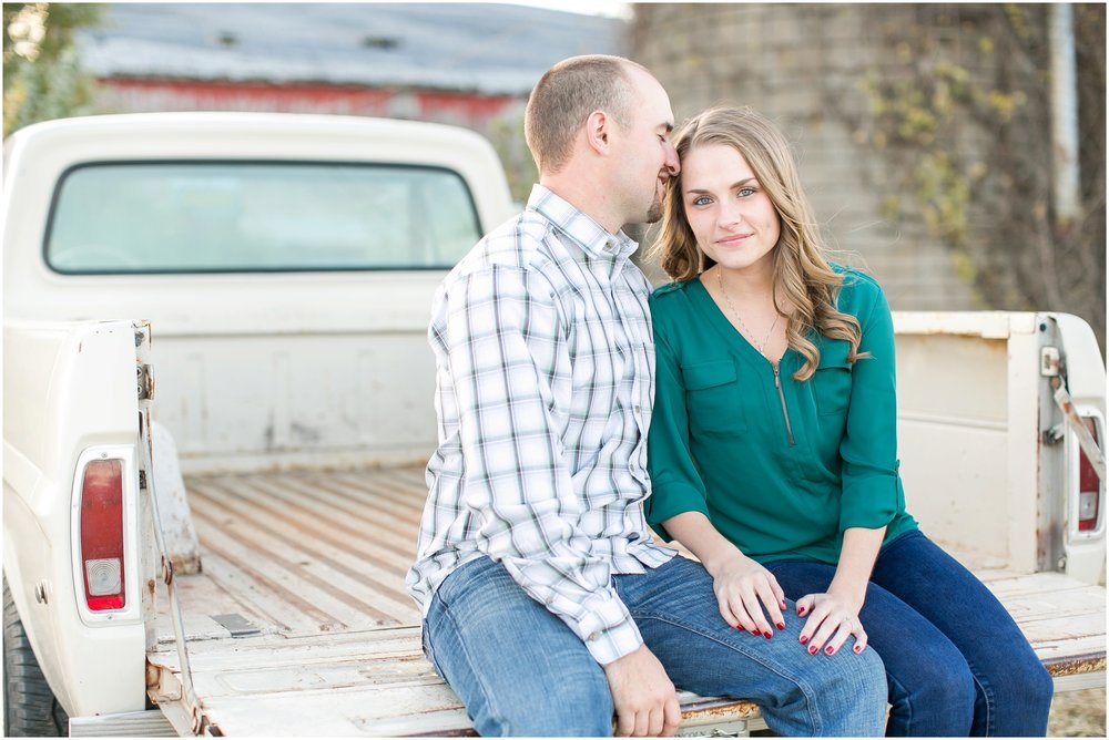 Madison_Wisconsin_Wedding_Photographers_Country_Fall_Engagement_Session_1889.jpg