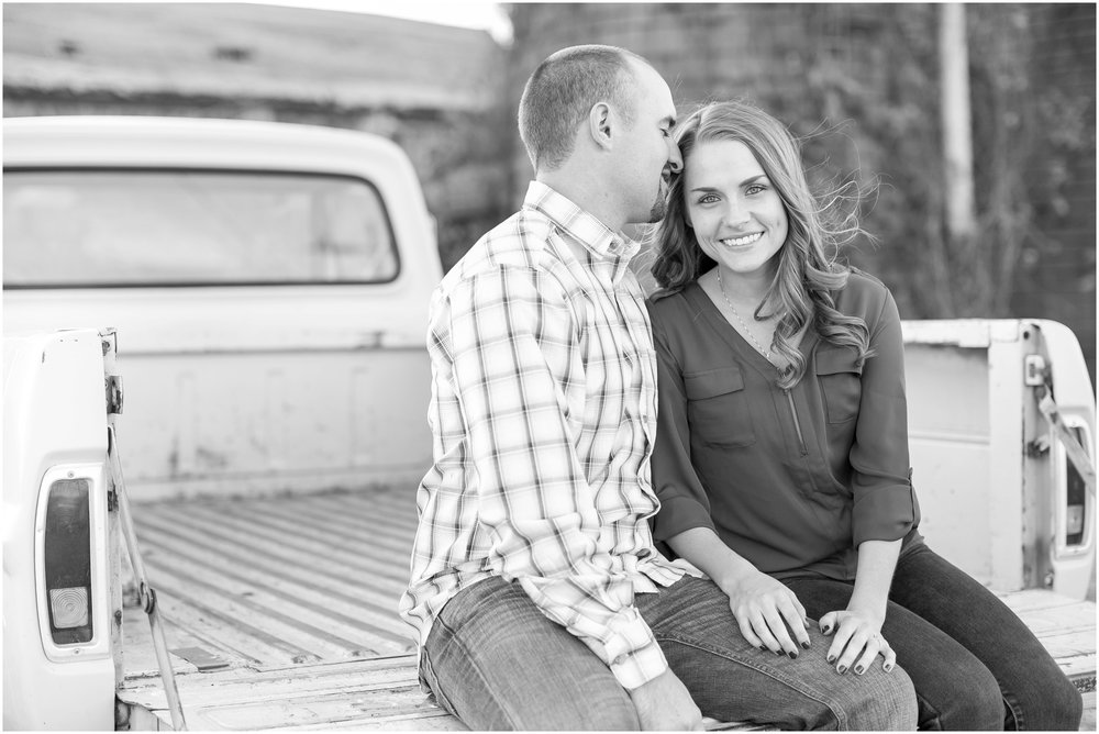 Madison_Wisconsin_Wedding_Photographers_Country_Fall_Engagement_Session_1891.jpg