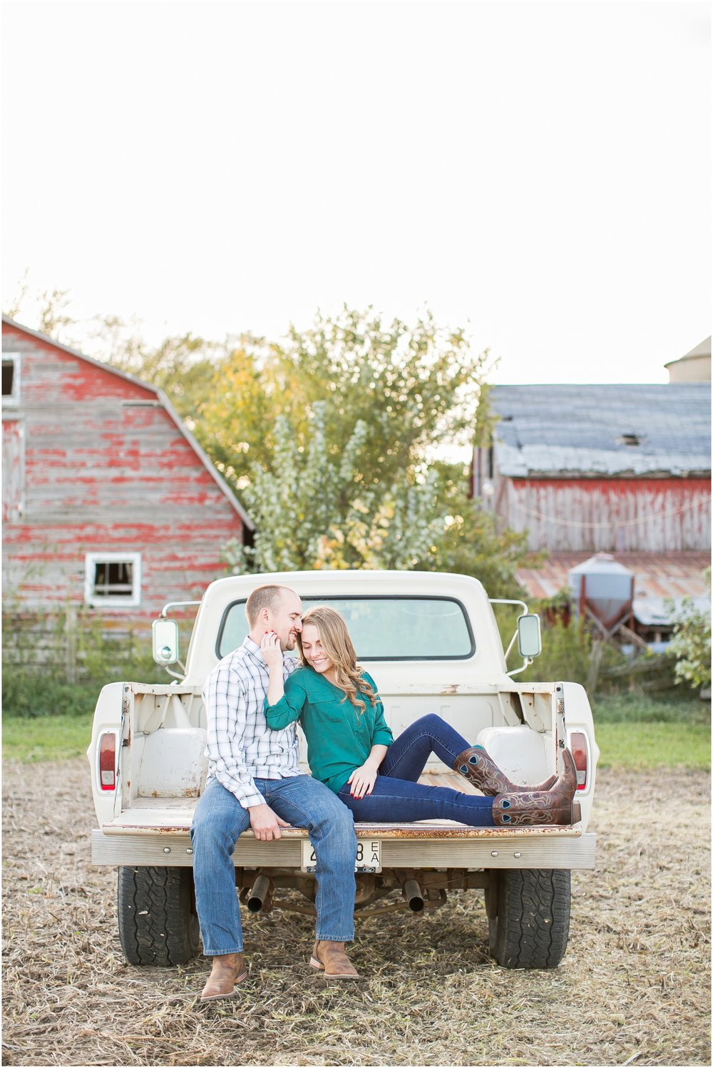 Madison_Wisconsin_Wedding_Photographers_Country_Fall_Engagement_Session_1890.jpg
