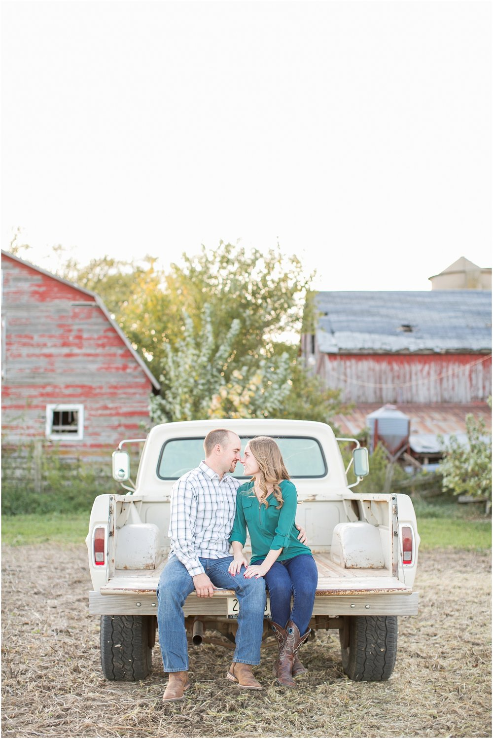 Madison_Wisconsin_Wedding_Photographers_Country_Fall_Engagement_Session_1892.jpg