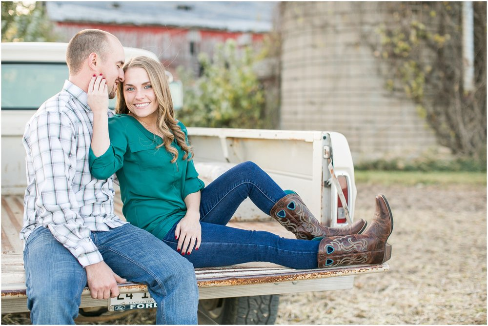 Madison_Wisconsin_Wedding_Photographers_Country_Fall_Engagement_Session_1894.jpg