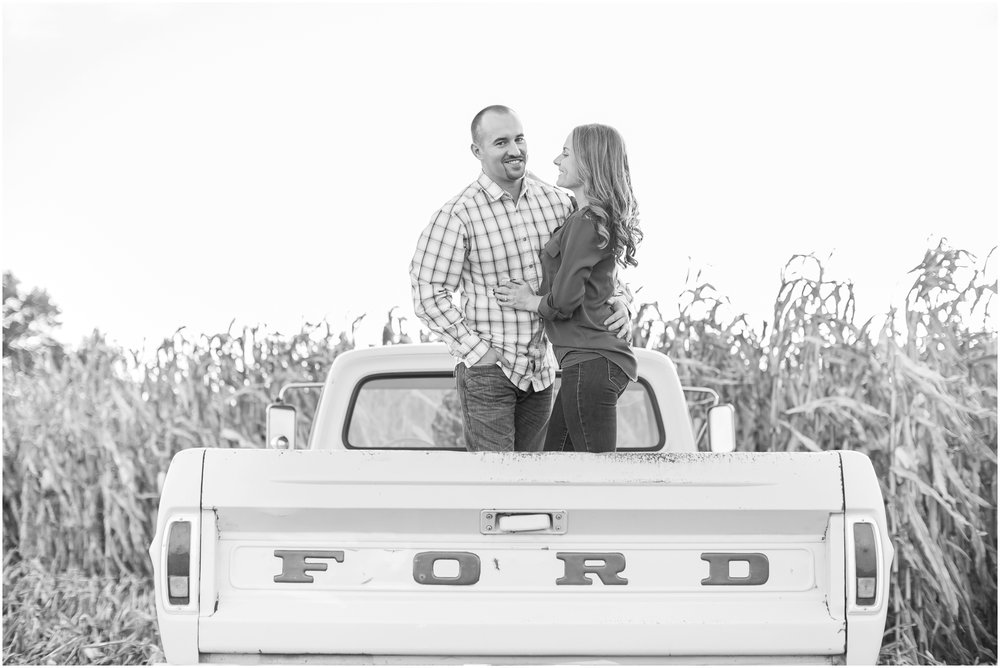 Madison_Wisconsin_Wedding_Photographers_Country_Fall_Engagement_Session_1896.jpg