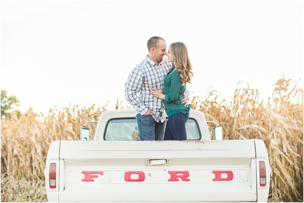 Madison_Wisconsin_Wedding_Photographers_Country_Fall_Engagement_Session_1897.jpg