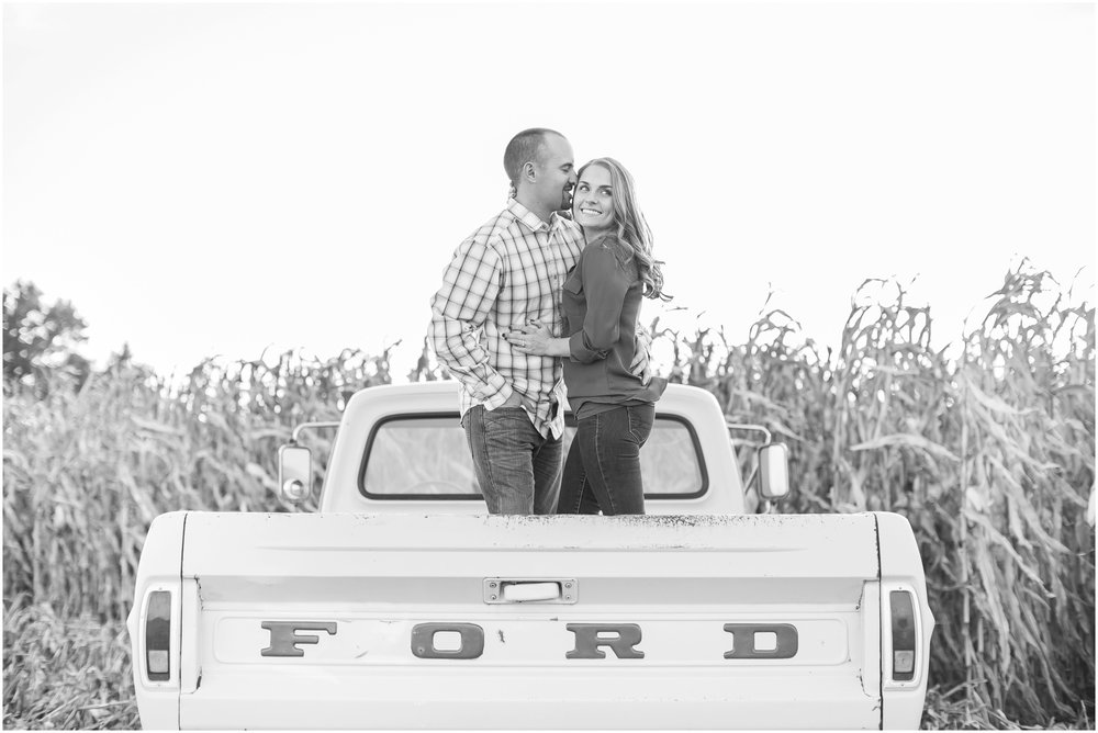 Madison_Wisconsin_Wedding_Photographers_Country_Fall_Engagement_Session_1900.jpg