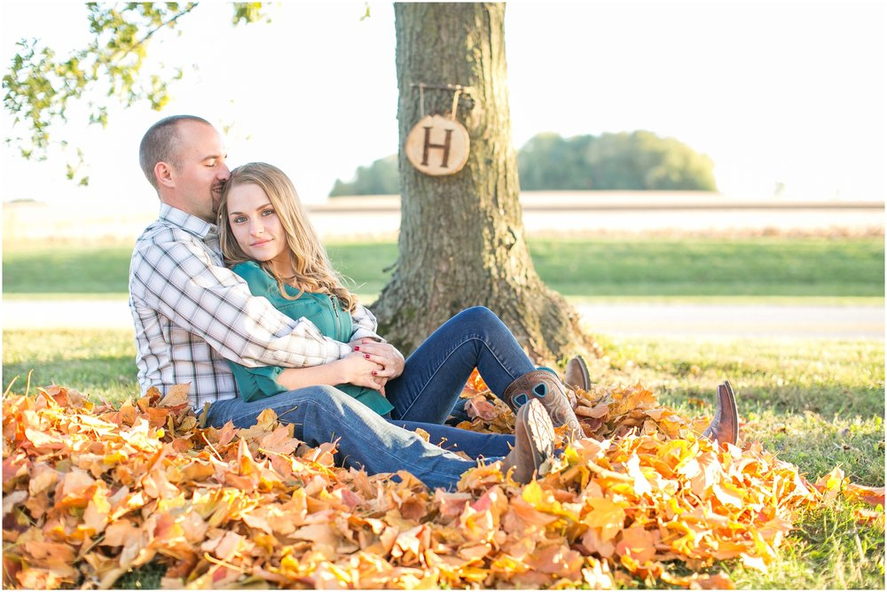Madison_Wisconsin_Wedding_Photographers_Country_Fall_Engagement_Session_1902.jpg