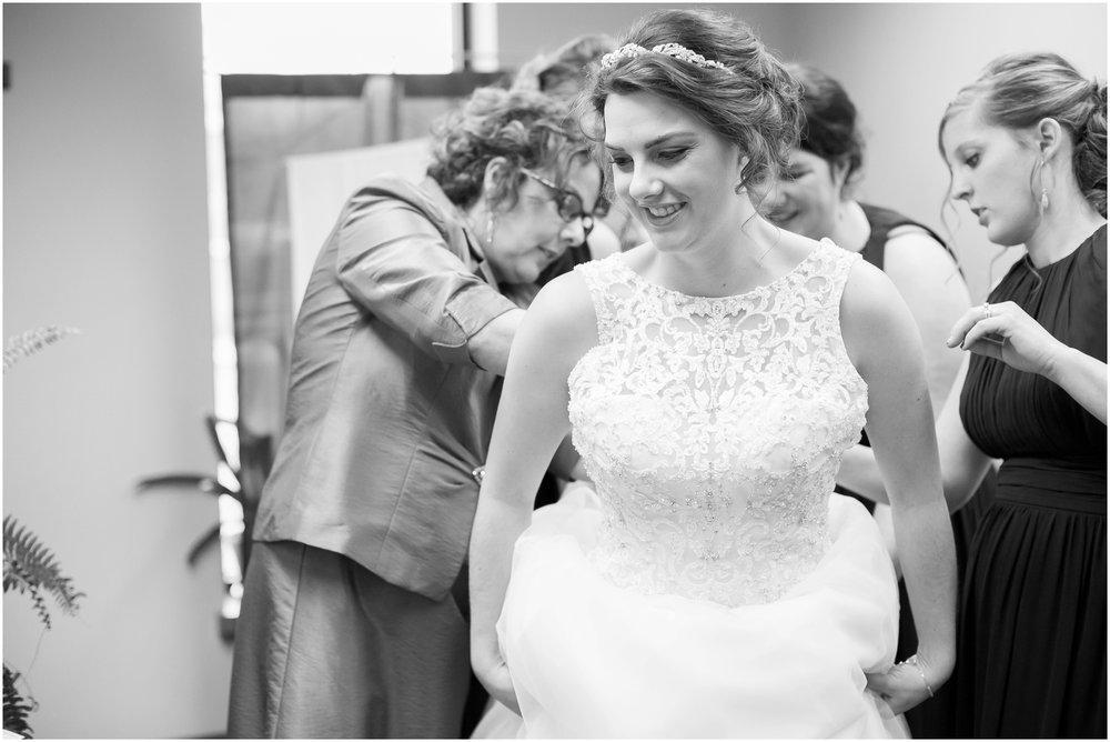 Madison_Wisconsin_Wedding_Photographers_Winter_Wedding_Oshkosh_Wisconsin_2343.jpg