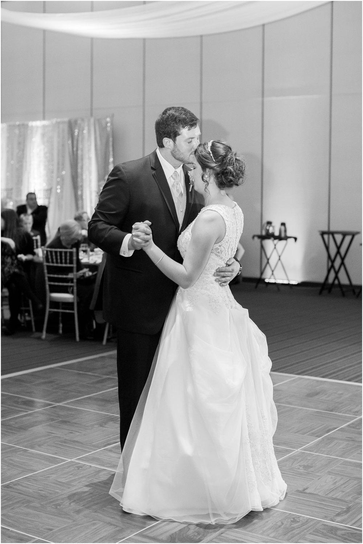 Madison_Wisconsin_Wedding_Photographers_Winter_Wedding_Oshkosh_Wisconsin_2407.jpg
