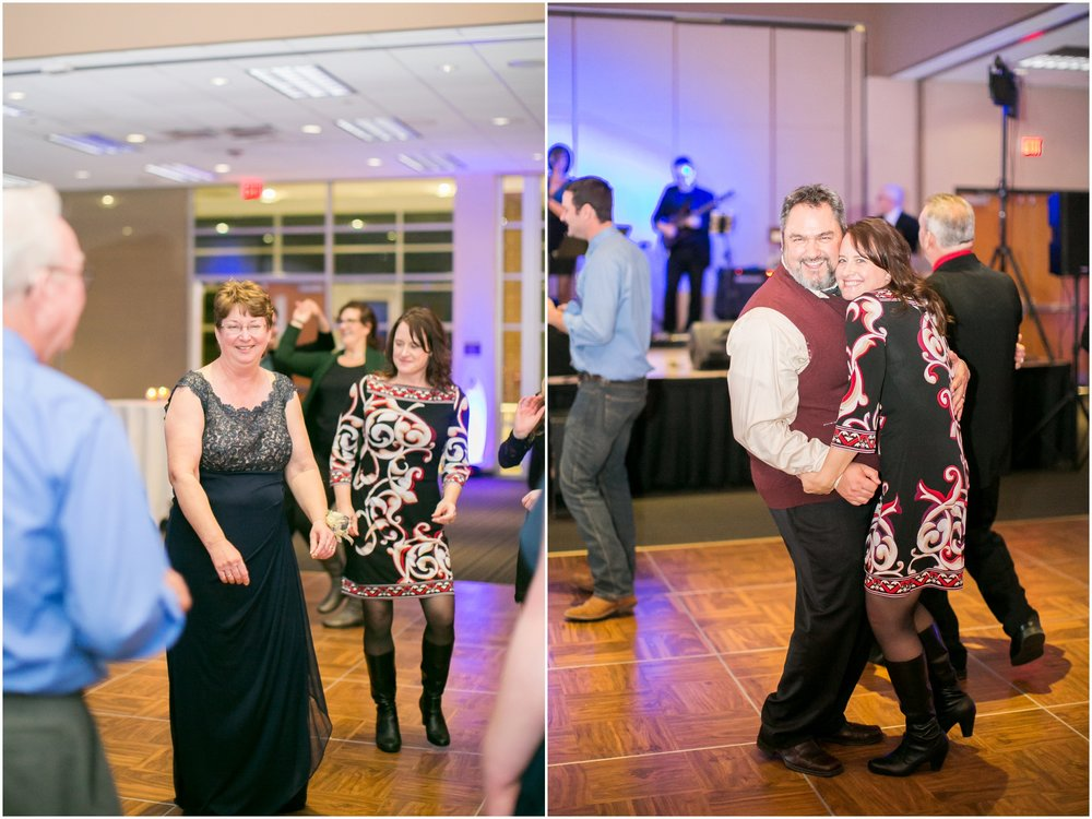 Madison_Wisconsin_Wedding_Photographers_Winter_Wedding_Oshkosh_Wisconsin_2411.jpg
