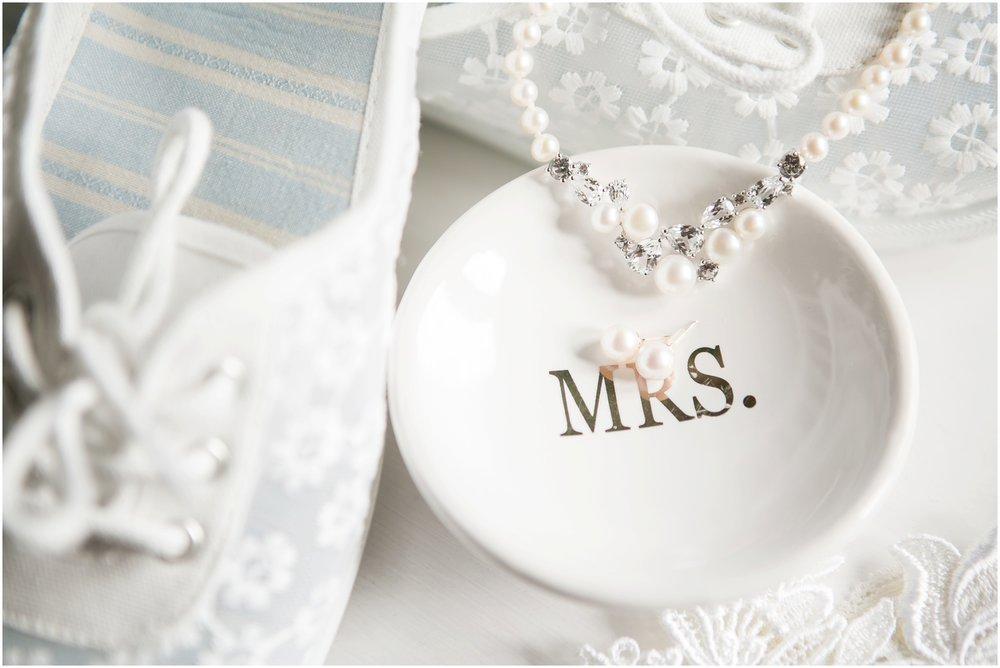 Madison_Wisconsin_Wedding_Photographers_Wedding_Details_2016_Favorites_Caynay_Photo_2440.jpg