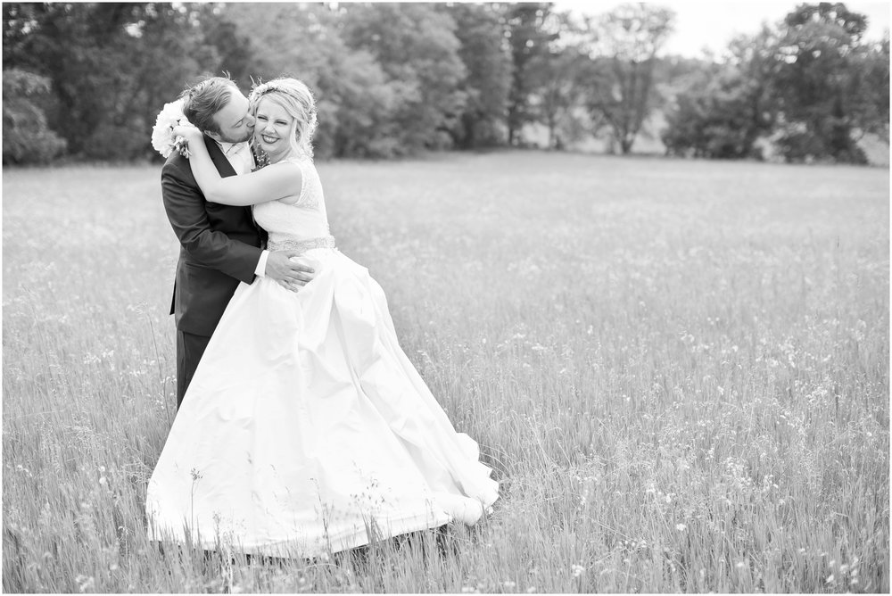 Steven_Point_Wisconsin_Wedding_Photographer_Outdoor_Summer_Wedding_3397.jpg