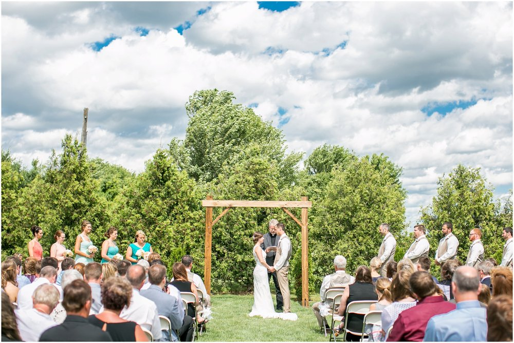 The_BARn_Summer_Wedding_Plateville_Wisconsin_Wedding_Photographers_3443.jpg