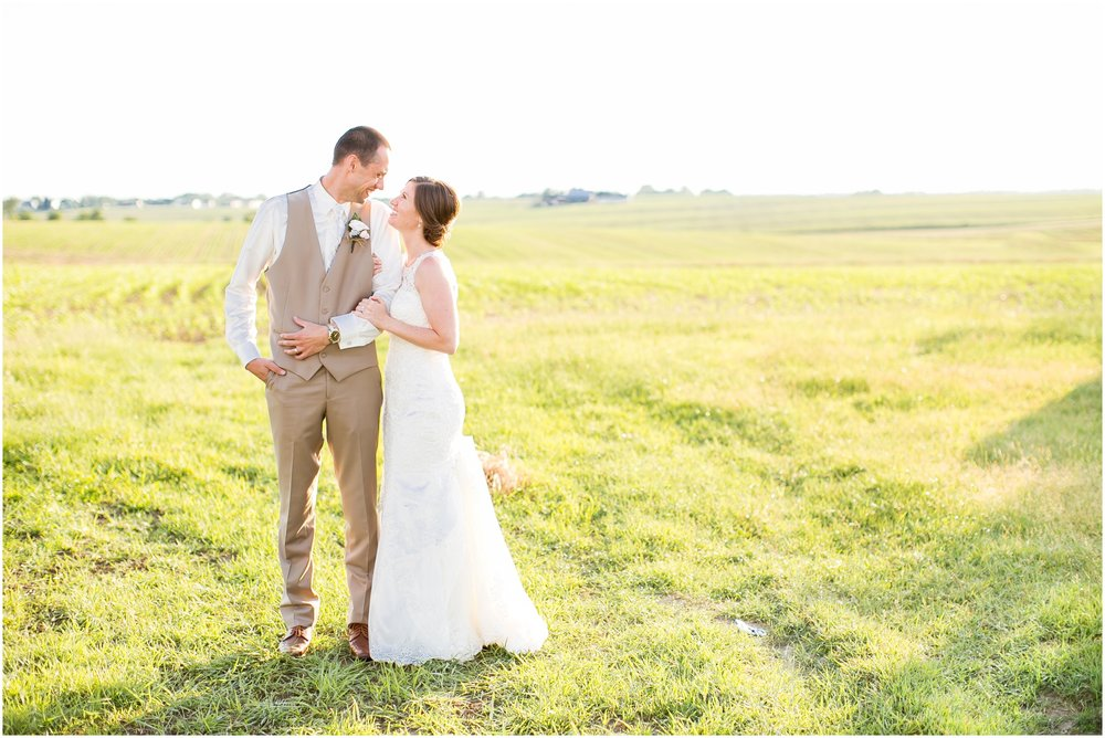 The_BARn_Summer_Wedding_Plateville_Wisconsin_Wedding_Photographers_3454.jpg