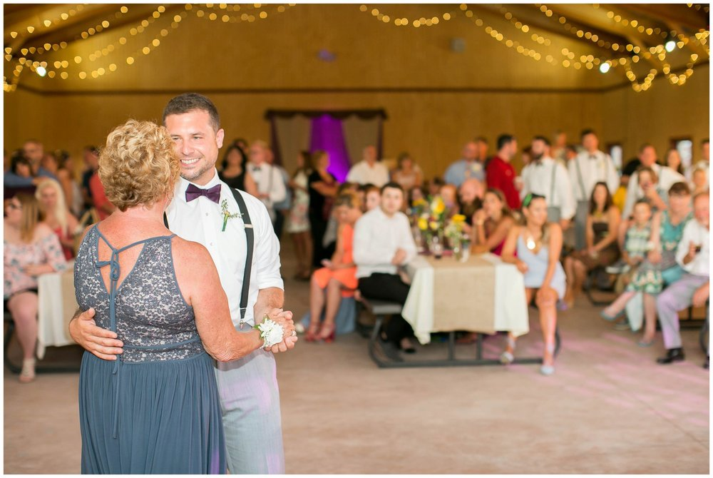 Schusters_Farm_Wedding_Deerfield_Wisconsin_0153.jpg