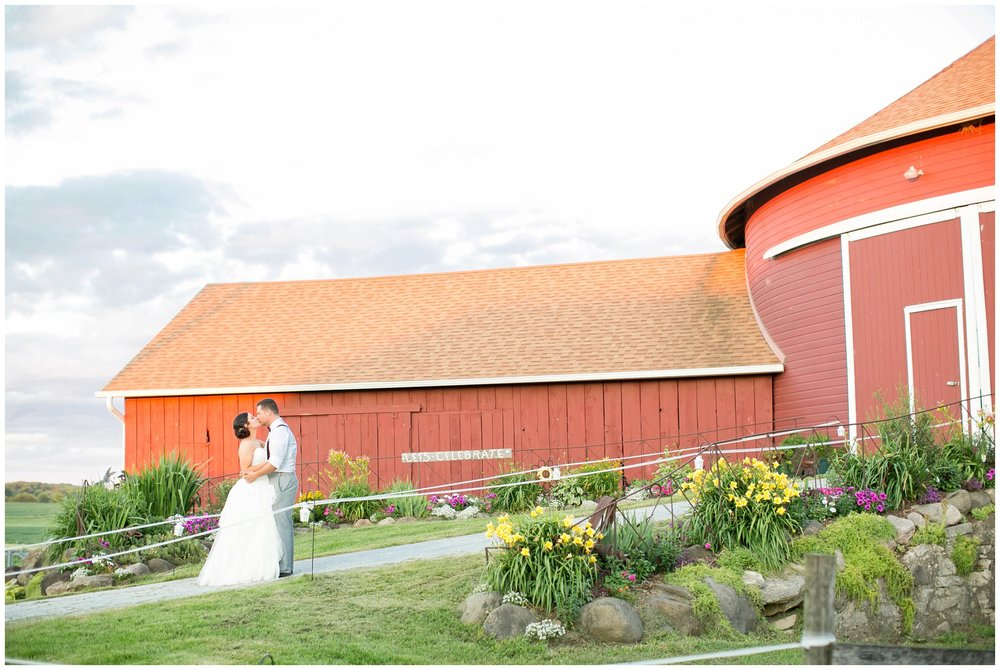 Schusters_Farm_Wedding_Deerfield_Wisconsin_0169.jpg