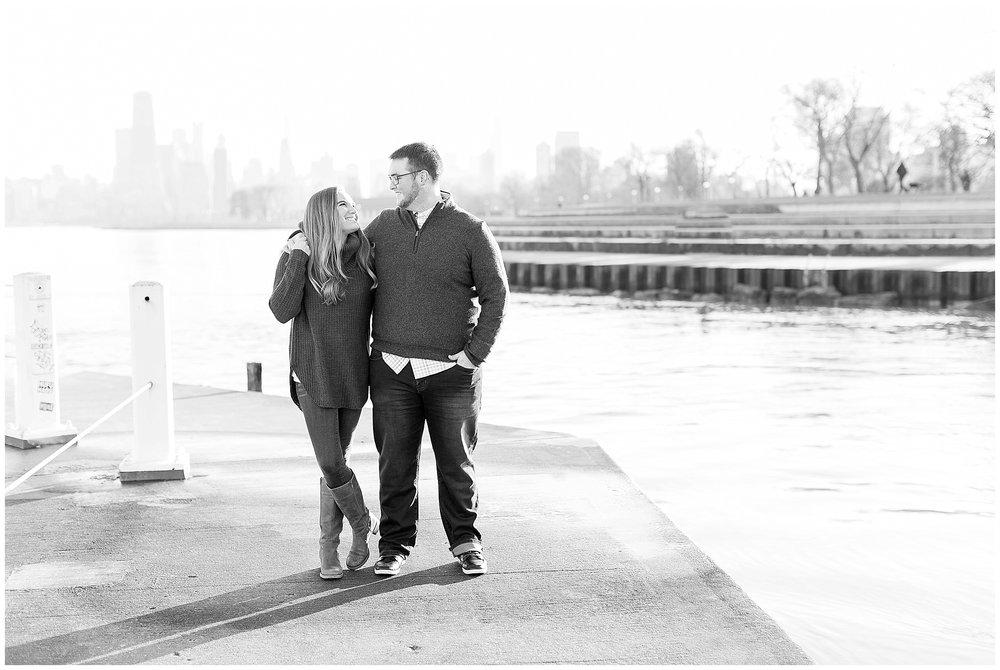 Chicago_Engagement_and_wedding_photographer_chicago_skyline_0966.jpg