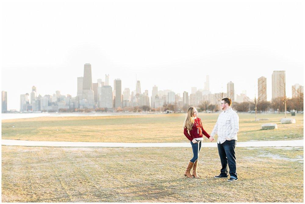Chicago_Engagement_and_wedding_photographer_chicago_skyline_0990.jpg