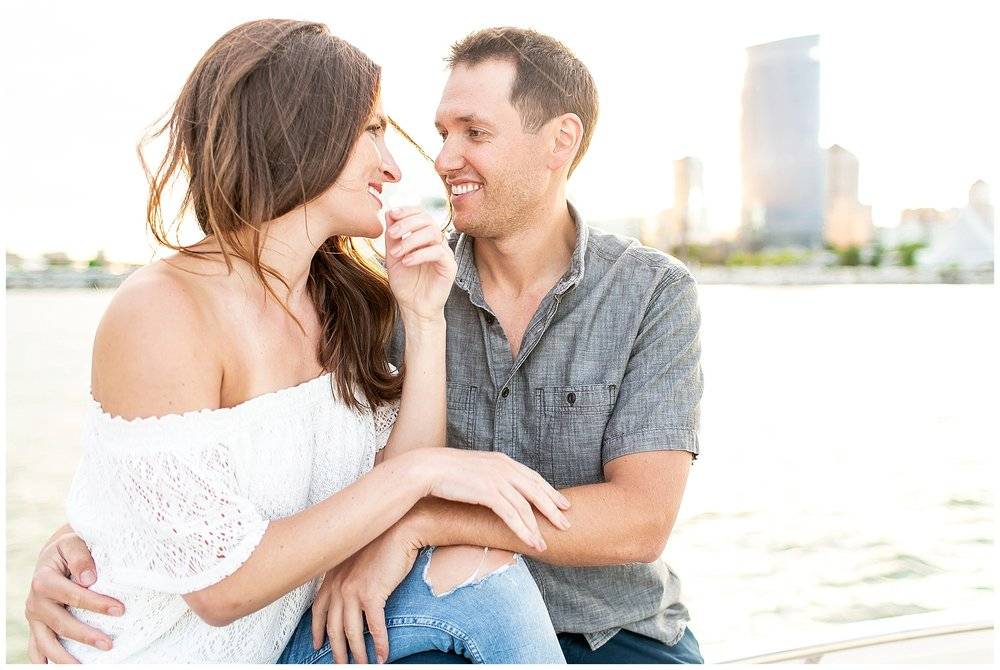 Milwaukee_waterfront_engagement_session_Madison_wisconsin_wedding_photographers_0027.jpg