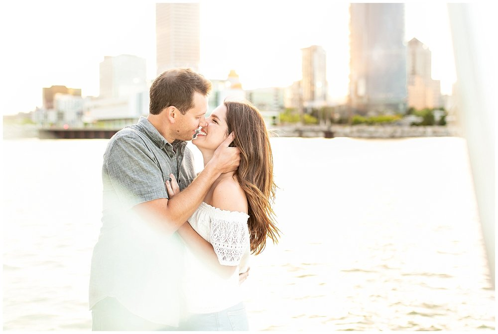Milwaukee_waterfront_engagement_session_Madison_wisconsin_wedding_photographers_0030.jpg