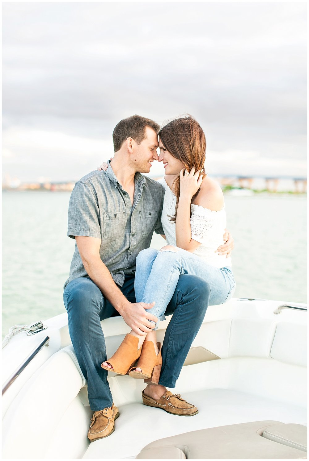 Milwaukee_waterfront_engagement_session_Madison_wisconsin_wedding_photographers_0034.jpg