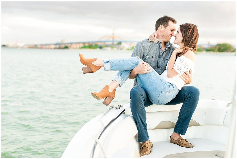 Milwaukee_waterfront_engagement_session_Madison_wisconsin_wedding_photographers_0037.jpg