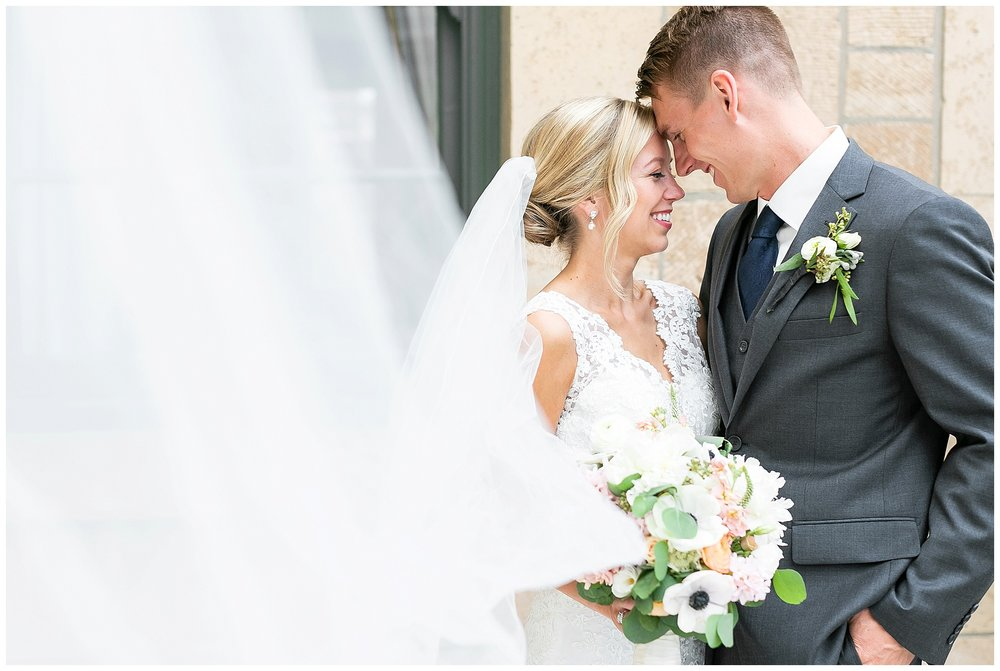 Madison_wisconsin_wedding_photographers_memorial_union_wedding_great_hall_0159.jpg
