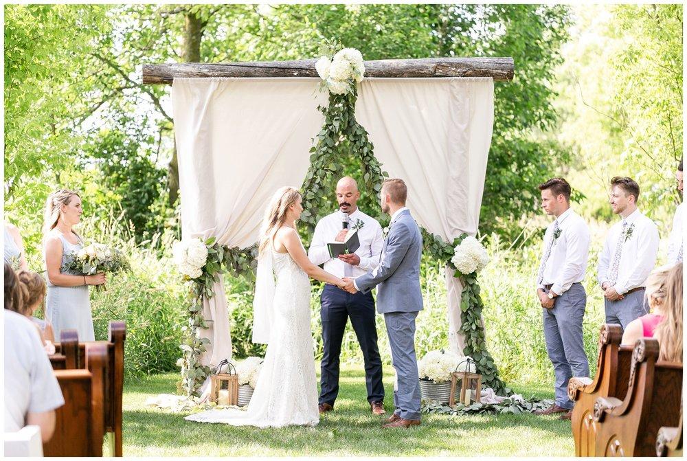 the_cupola_barn_wedding_delafield_resort_oconomowoc_wisconsin_0387.jpg