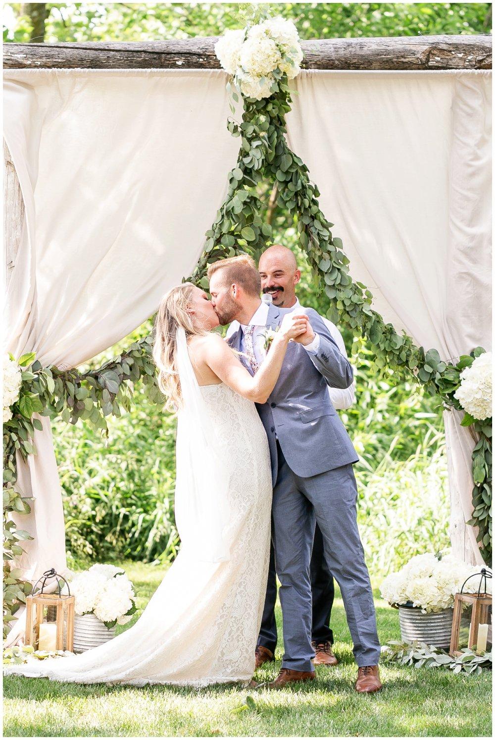 the_cupola_barn_wedding_delafield_resort_oconomowoc_wisconsin_0391.jpg