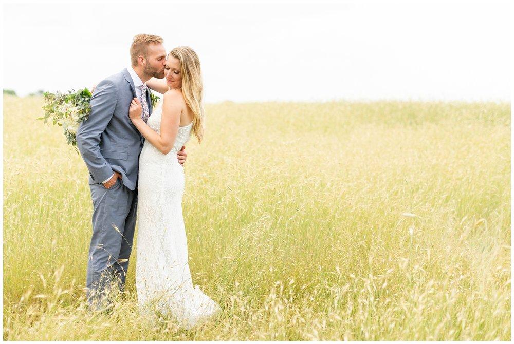 the_cupola_barn_wedding_delafield_resort_oconomowoc_wisconsin_0407.jpg