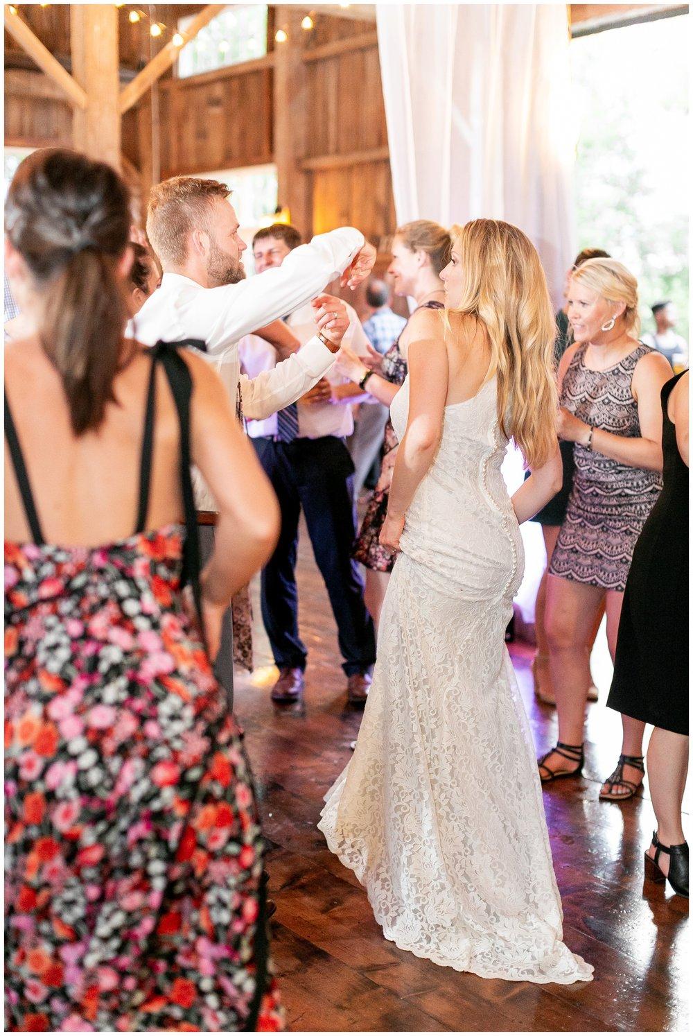 the_cupola_barn_wedding_delafield_resort_oconomowoc_wisconsin_0419.jpg