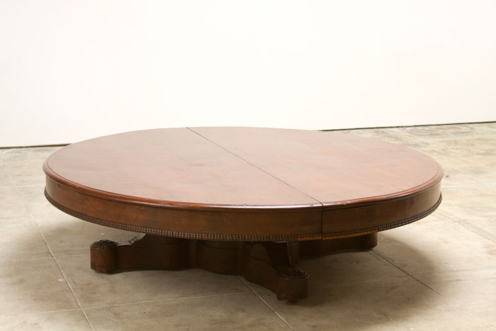 Beautiful LARGE ROUND COFFEE TABLE — FORT KO37