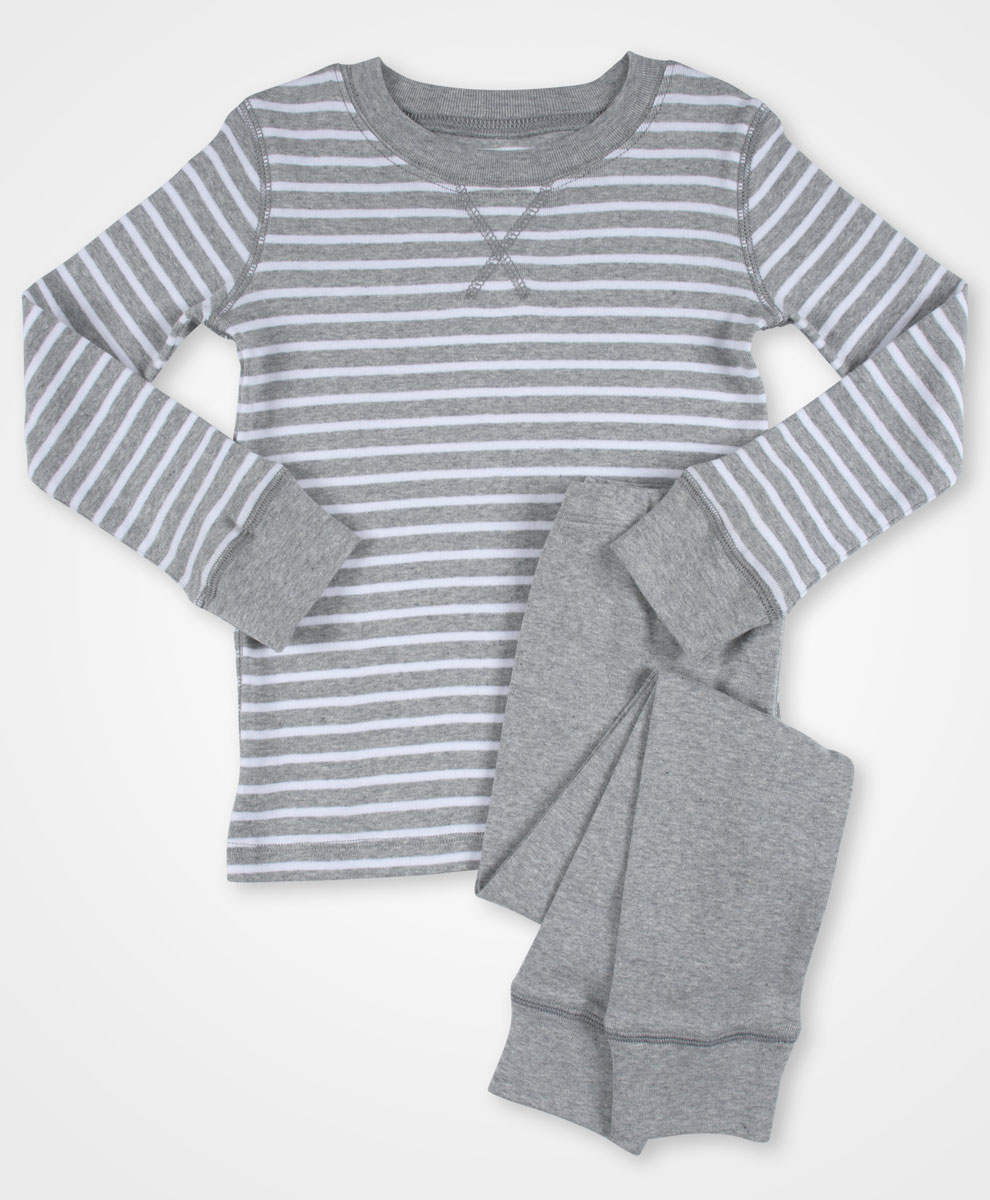 Toddler Long Sleeve Organic Pajama Set| Kind Gift Guide akindjourney.com