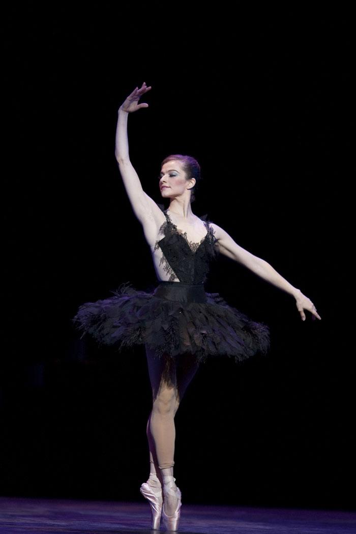 Black & White - English National Ballet