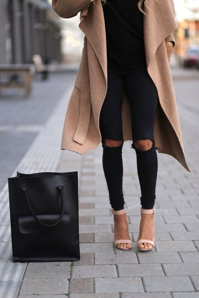 Andrea-Fenise-Trend-Camel-Coat